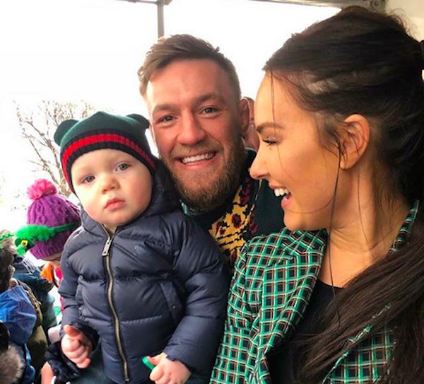 O campeão de MMA Conor McGregor, a esposa e o filho (Foto: Instagram)