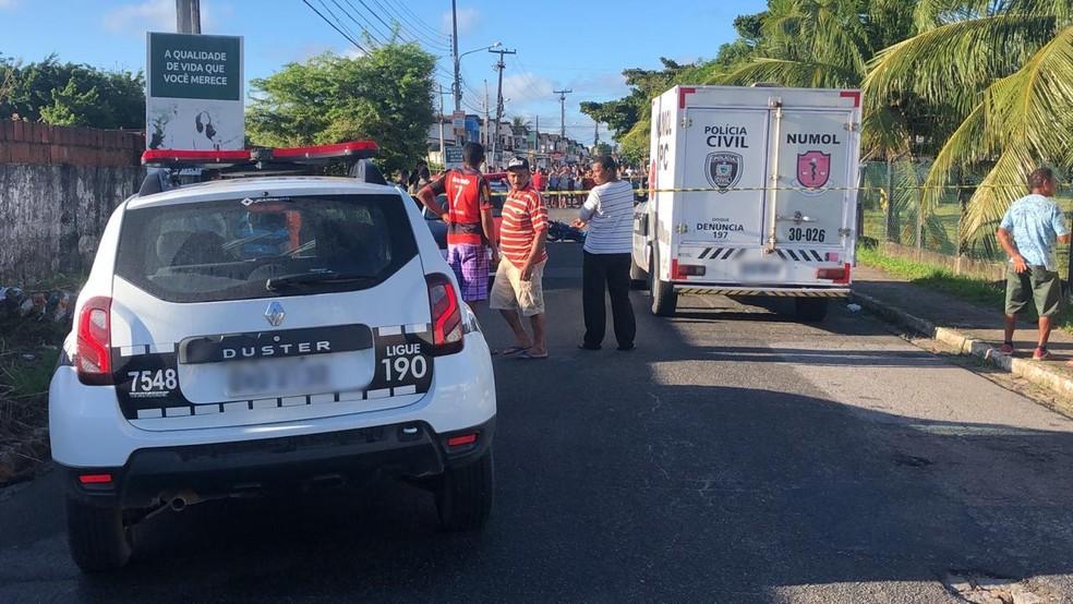 Suspeito foi morto quando fazia arrastão em ponto de ônibus, em João Pessoa — Foto: Walter Paparazzo/G1