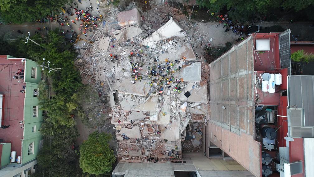 Mochileiro mineiro registra tragédia com ajuda de drone na Cidade do México (Foto: Carlos Sandoval/Mayke Moraes/@soumochileiro)