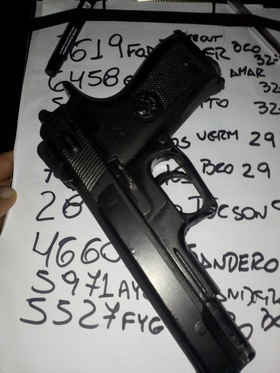 Polícia de Itaquaquecetuba apreende dois adolescentes por suspeita de tentativa de roubo a motorista de aplicativo - Notícias - Plantão Diário
