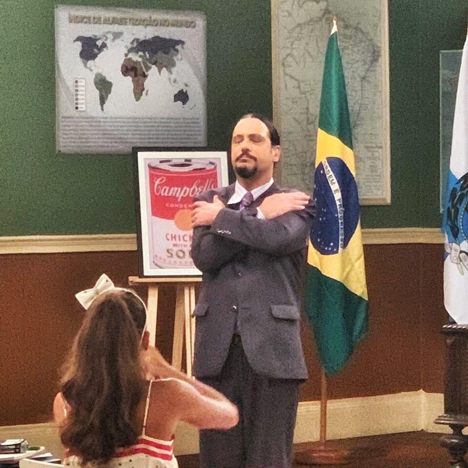 Lúcio Mauro Filho como Aldemar Vigário em Escolinha do Professor Raimundo (Foto: Reprodução/Instagram)