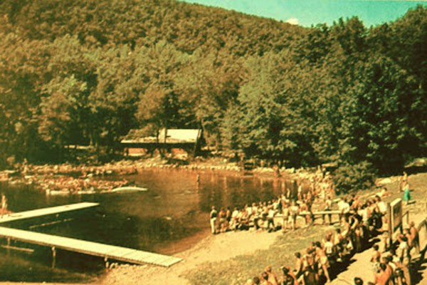 Camping No-Be-Bo-Sco, transformado em Camping Crystal Lake para o filme (Foto: Reprodução)