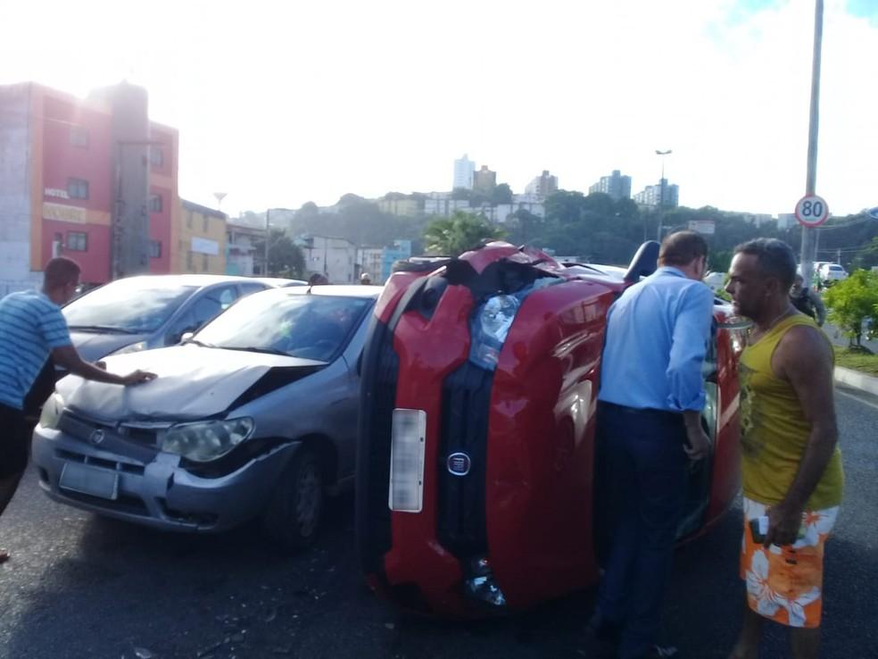Acidente ocorreu na Av. Luís Eduardo Magalhães — Foto: Cid Vaz/TV Bahia