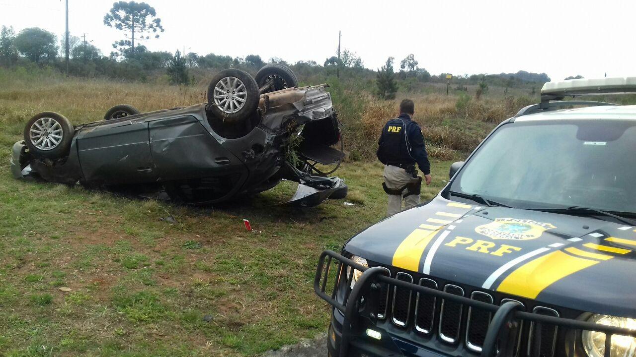Motorista fica ferido depois de capotar carro na BR-376, em Ponta Grossa - Notícias - Plantão Diário