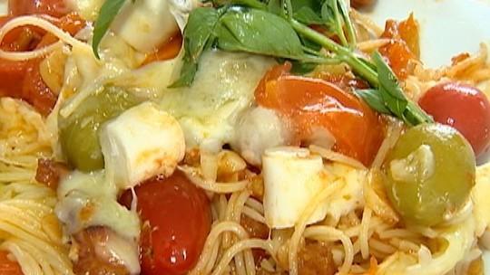 Macarrão Turbinado leva azeitona, bacon, palmito e tomate cereja