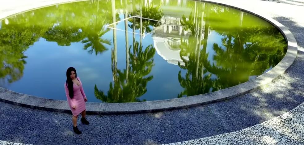 Clipe da cantora Tayra Andreza foi gravado na Praça da República, no Recife (Foto: Reprodução/YouTube)