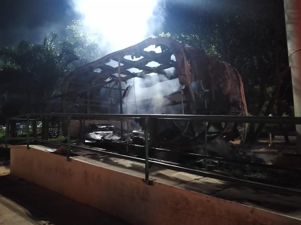 Posto Comunitário de Segurança da PMDF pegou fogo na madrugada deste sábado (4) — Foto: CMBDF/ Divulgação