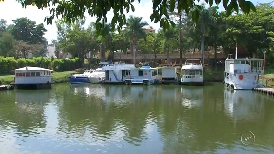 Polícia Ambiental recupera lancha e caiaque roubados de marina em Barra Bonita