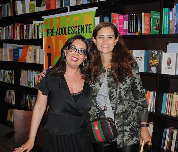 Daniela Tófoli com a ginecologista e obstetra Carolina Ambroghini, colunista da Crescer (Foto: Divulgação)