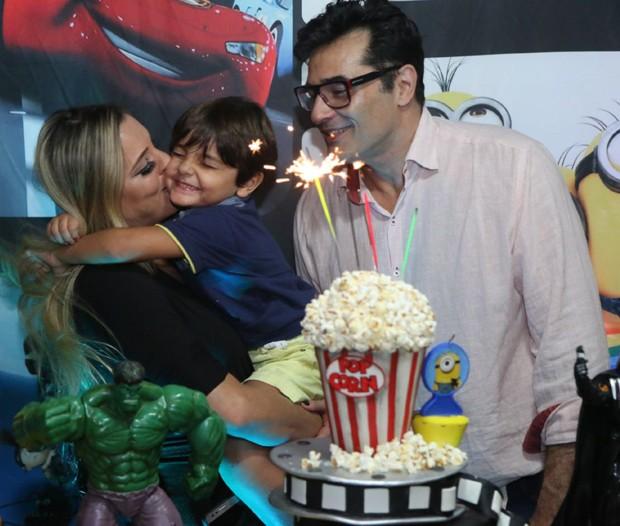 Luciano Szafir e Luhanna Melloni com Mikael (Foto: Daniel Pinheiro/AgNews )