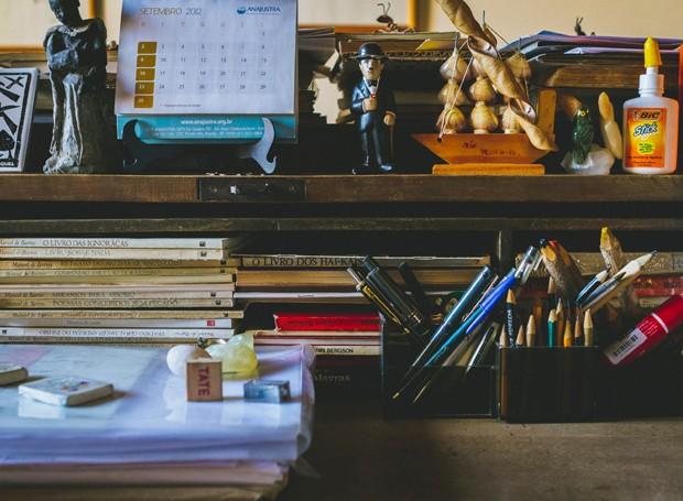 Mesa de trabalho de Manoel de Barros (Foto: Divulgação/Lucas Barros)