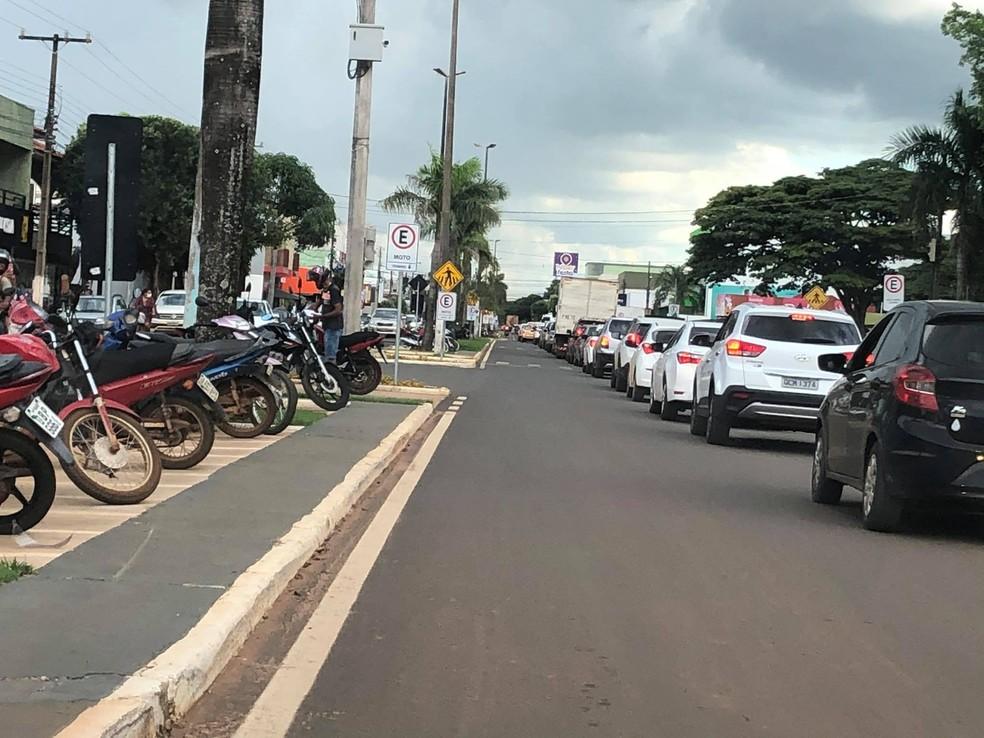 Comerciantes e moradores fazem carreata em protesto a quarentena obrigatória em Campo Novo do Parecis (MT) — Foto: Portal Campo Novo