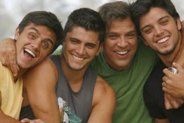 Felipe Simas, Bruno Gissoni, Beto Simas e Rodrigo Simas (Foto: Reprodução/Instagram)