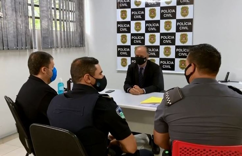 Polícia monta esquema para fiscalizar vacinação em massa em Botucatu — Foto: TV TEM/Reprodução