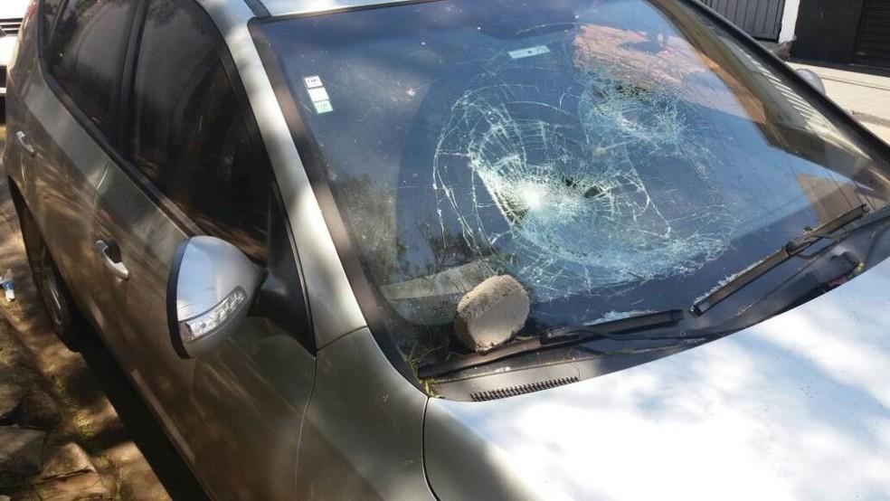 Carro de professor foi danificado por estudantes em São Carlos (Foto: A Cidade ON/ São Carlos)