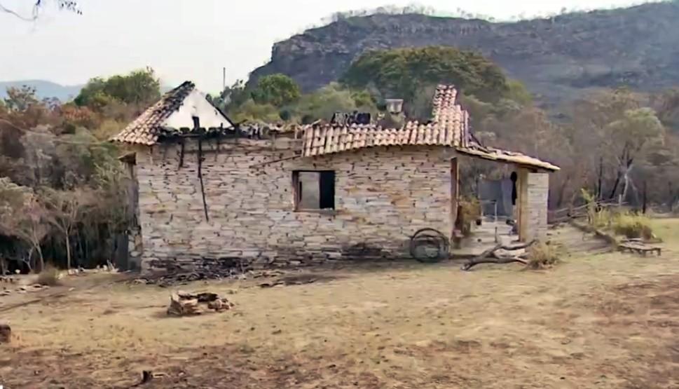 Médica perde casa após queimada em vegetação avançar sobre residências em MG: 'Inacreditável'