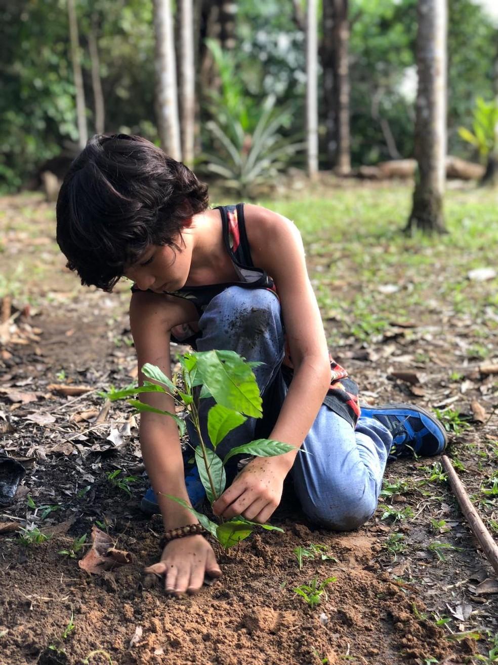 Filho de Danni Suzuki,  Kauai, já aprendeu sobre a preservação do meio ambiente  — Foto: Arquivo Pessoal
