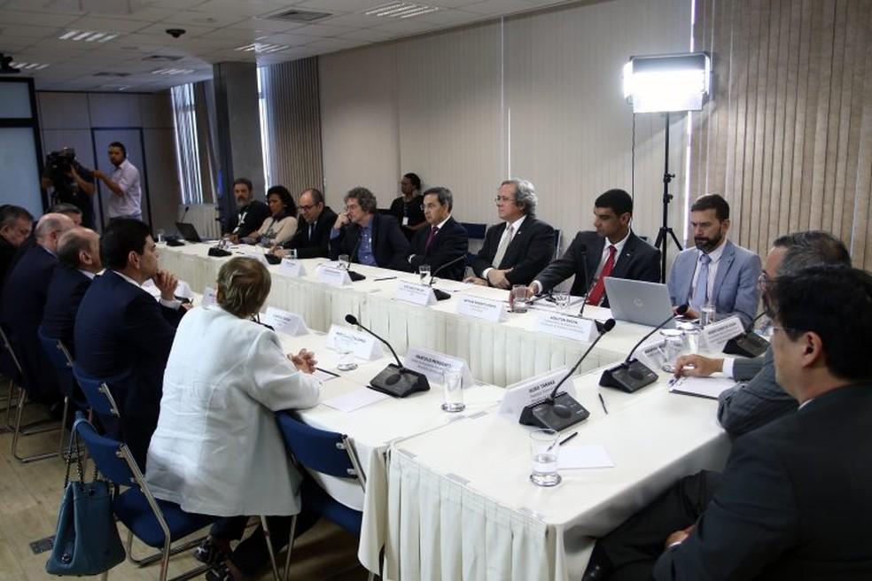 Reitores e parlamentares se reuniram com o ministro da Educação, Abraham Weintraub — Foto: Andifes / Divulgação