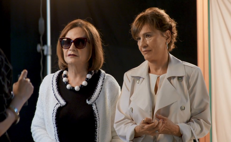 Vivi Guedes (Paolla Oliveira) lança Linda (Rosamaria Murtinhho) como digital influencer  — Foto: TV Globo