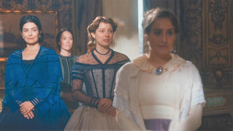 As Princesas Isabel (Giulia Gayoso) e Leopoldina (Bruna Griphao) ficarão surpresas em 'Nos Tempos do Imperador' — Foto: Globo