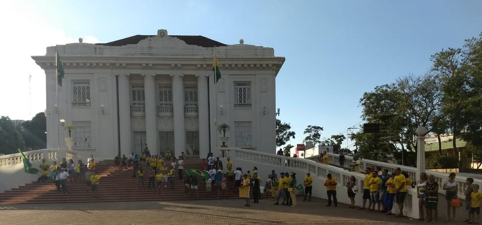 Rio Branco, 16h08: Ato em Rio Branco defende a reforma da Previdência, a Lava Jato e o pacote anticrime — Foto: Aline Nascimento/G1