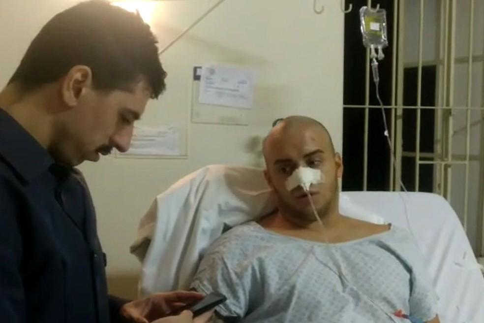 Italiano Alessandro Ducci é ouvido pela PM após se esfaqueado no Centro de SP — Foto: Reprodução/TV Globo