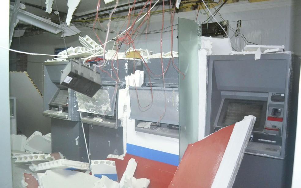 Caixas não foram danificados na explosão (Foto: Berimbau Notícias)