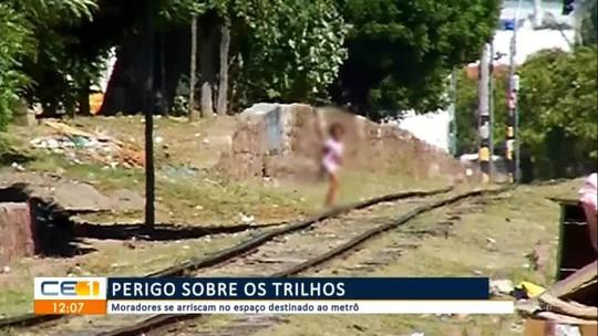 Moradores se arriscam no espaço destinado ao metrô do Cariri
