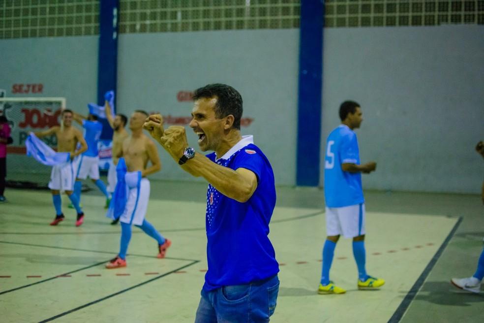 Treinador Paulo César é o responsável pelo comando técnico da equipe — Foto: Victor Joseh / Clicksportive