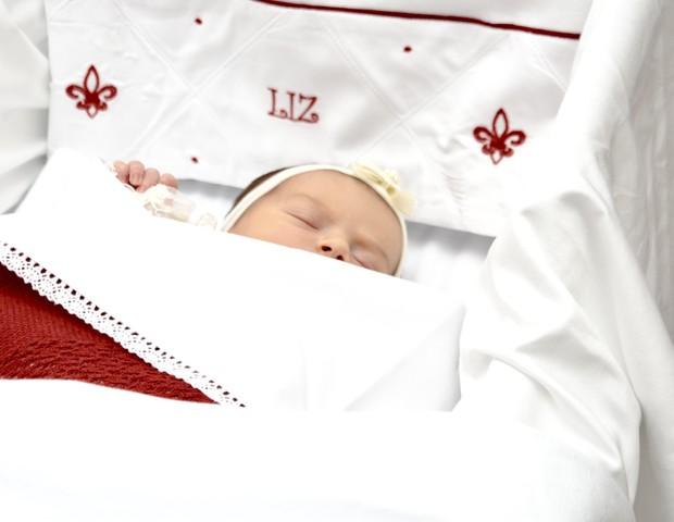 Liz, filha de Thaeme e Fábio Elias (Foto: Eduardo Martins/AgNews)