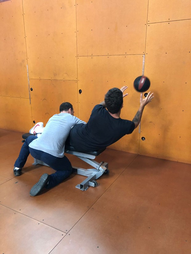 O treino para atletas de alto rendimento de Pedro Scooby (Foto: Divulgação)