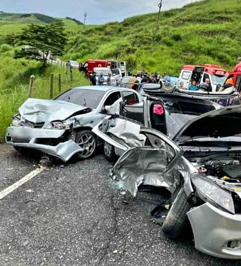 Acidente na RJ-155 deixa pelo menos três pessoas feridas, em Rio Claro — Foto: Reprodução/Redes Sociais