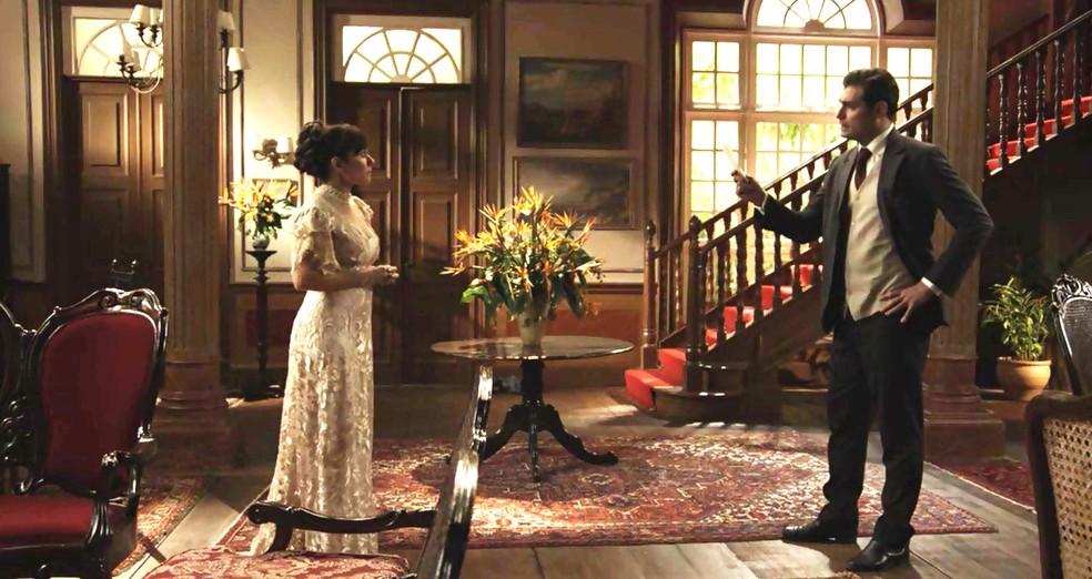 Darcy procura Susana e pergunta sobre carta falsa (Foto: TV Globo)