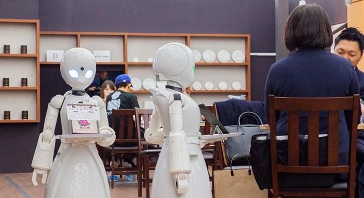 No café Dawn ver.β, os garçons são robôs operados por pessoas com deficiência (Foto: Reprodução/Facebook)