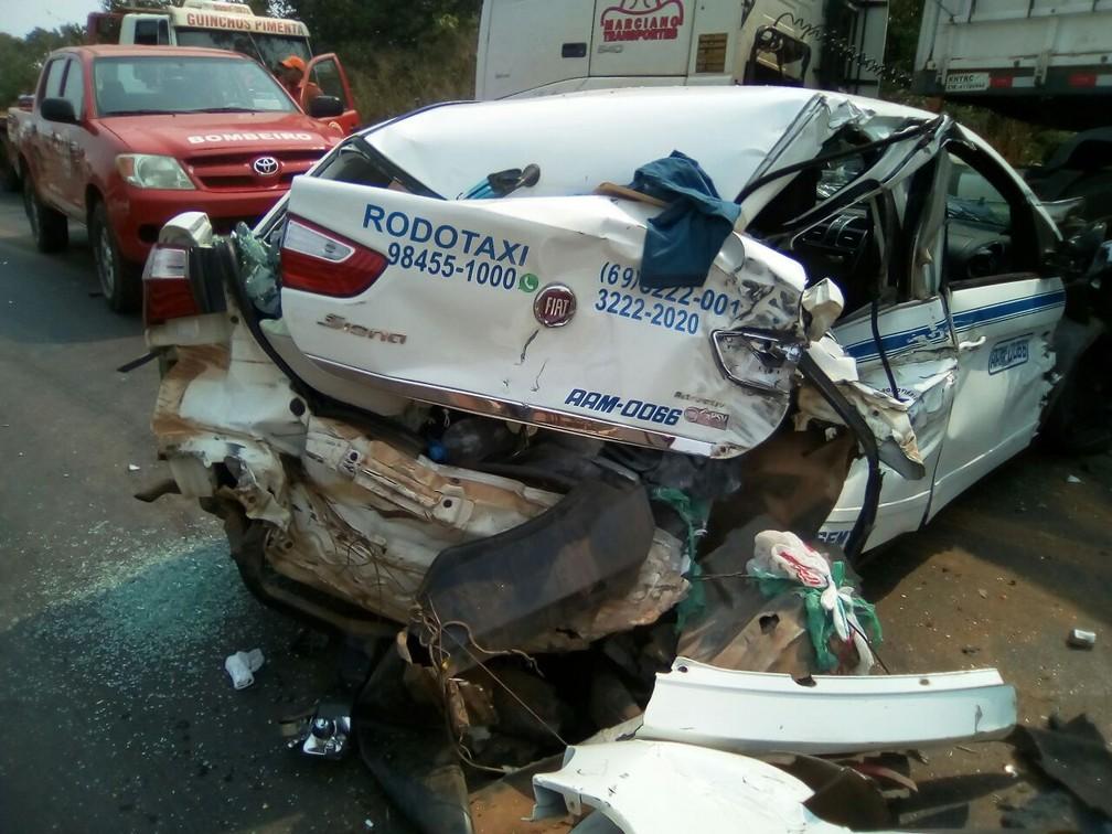 -  Condutor do carro foi socorrido com ferimentos leves  Foto: Pimenta Virtal/Reprodução
