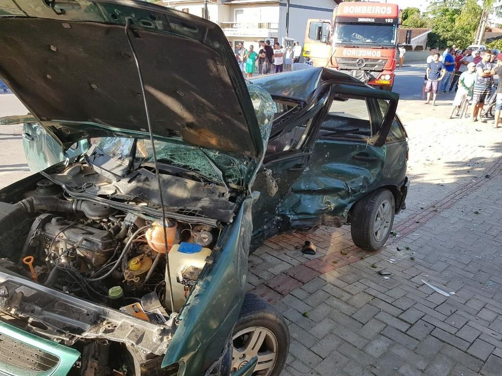 Motorista morreu após acidente em Itapoá (Foto: Corpo de Bombeiros/Divulgação)
