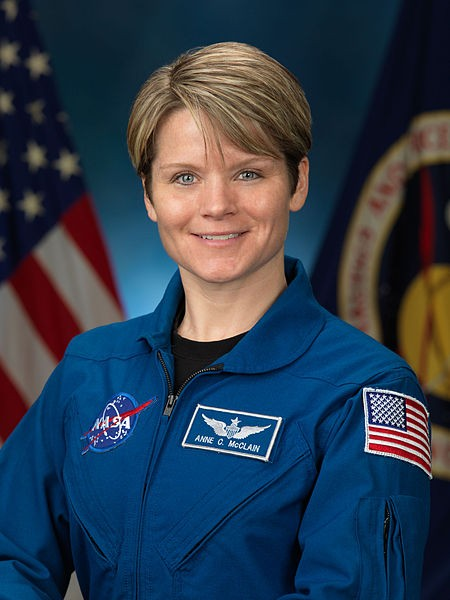 Astronauta Anne McClain (Foto: NASA/Wikimedia Commons)