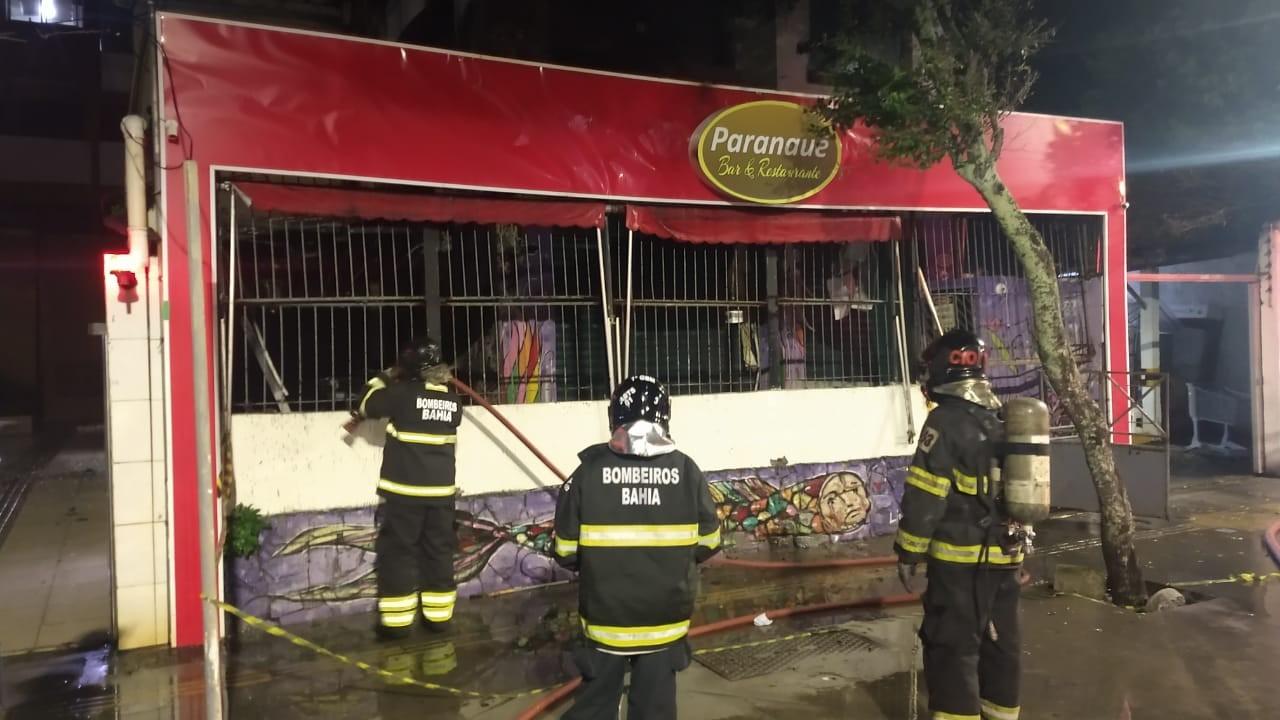 Incêndio atinge restaurante no bairro da Barra, em Salvador; VÍDEO