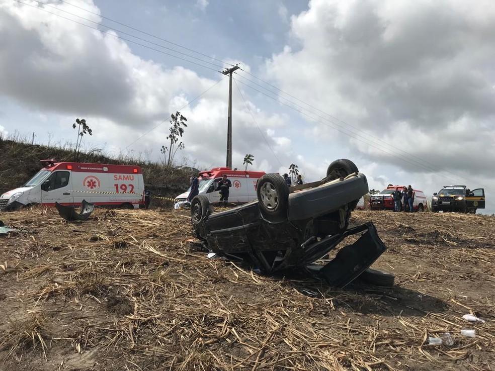 Uma pessoa morreu em um acidente de carro nesta terça-feira (4), no Grande Recife — Foto: PRF/Divulgação