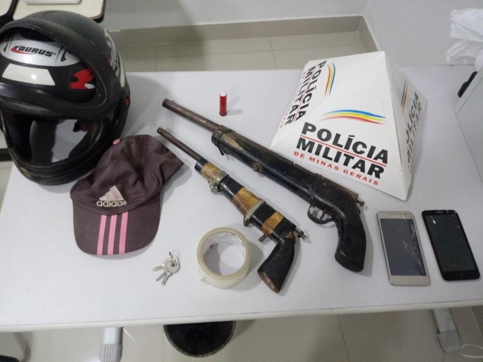 Polícia apreendeu duas armas de fabricação artesanal (Foto: Polícia Militar/Divulgação)