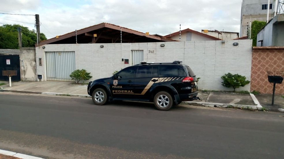 Polícia Federal durante diligência na manhã desta quinta-feira (Foto: John Pacheco/G1)