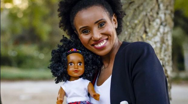 Fatuma Abdullah, criadora da boneca Akiki (Foto: Divulgação)