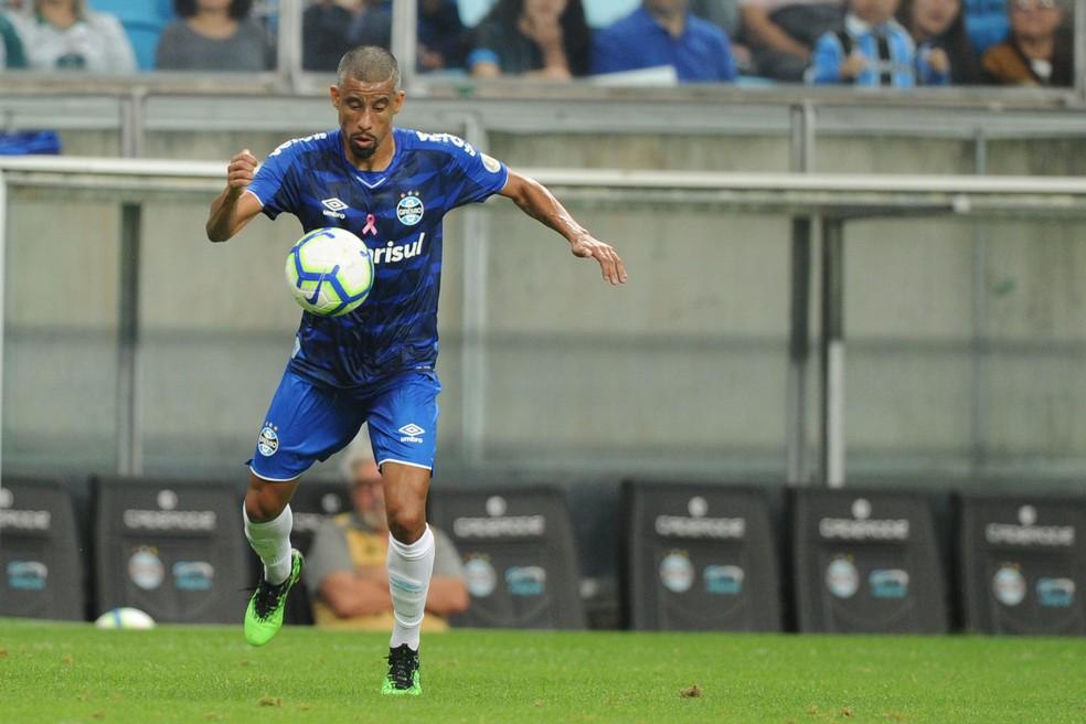 Léo Moura deve ser titular do Grêmio — Foto: Wesley Santos/Agência PressDigital