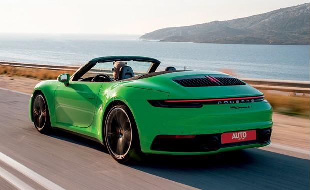 Porsche 911 Carrera S Cabriolet - Abertura e fechamento da capota são operações silenciosas que levam só 12 segundos e podem ser feitas a até 40 km/h (Foto: Divulgação)