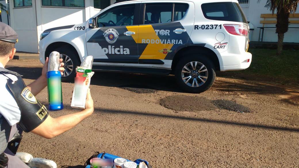 Passageiro é preso com haxixe escondido em embalagens de batata chips e caixas de suco - Noticias