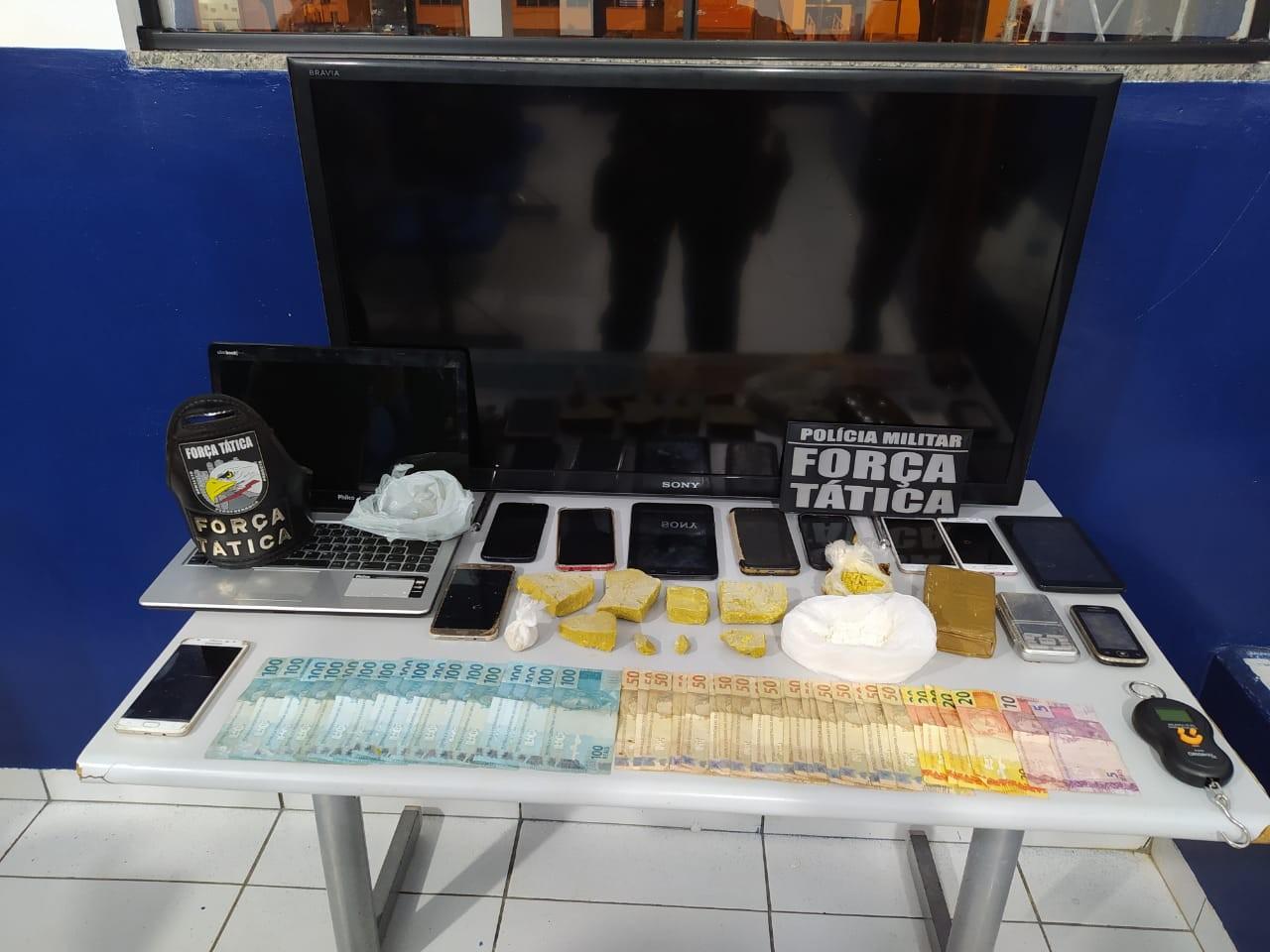 Bolivianos com documentos falsos são presos suspeitos de tráfico de drogas em MT