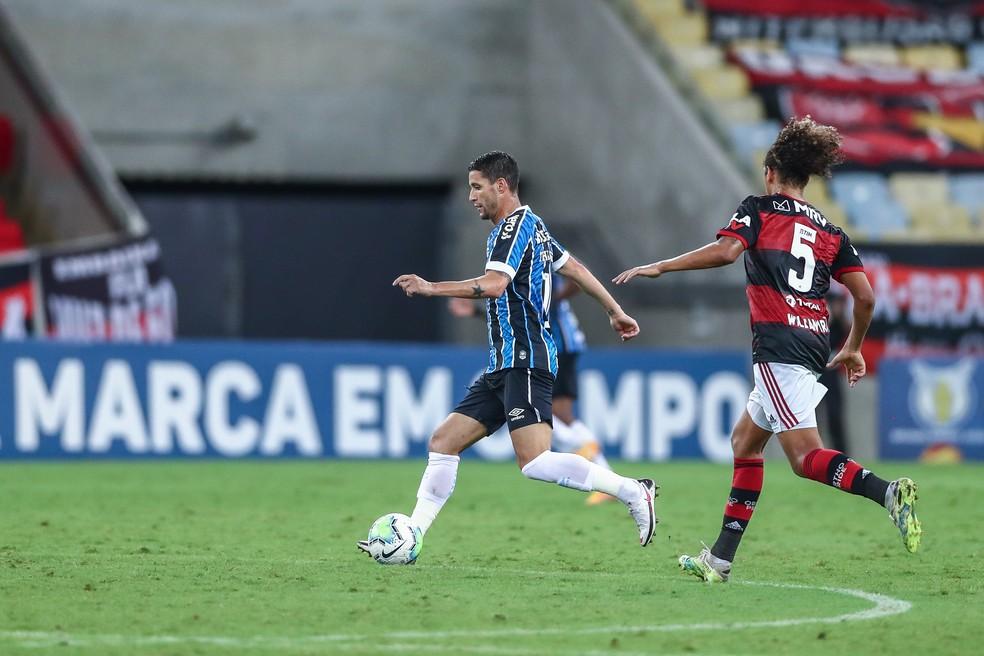 Thiago Neves em campo contra o Flamengo — Foto: Lucas Uebel/Grêmio