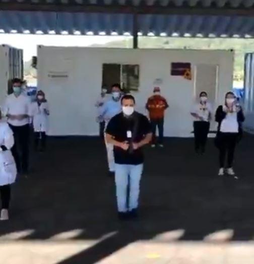Prefeito e vice de cidade de SC dançam 'pisadinha' para incentivar a vacinação contra a Covid-19; VÍDEO