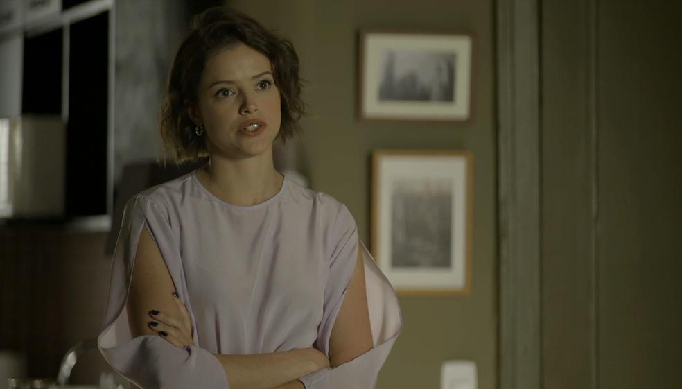 Josiane (Agatha Moreira) não tolera a presença de Fabiana (Nathalia Dill) em 'A Dona do Pedaço' — Foto: TV Globo