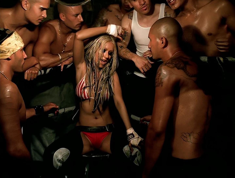A cantora Christina Aguilera em cena do clipe da canção Dirrty (Foto: Reprodução)